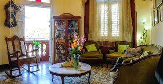 Casa Marisela de colores - Havana - Living room