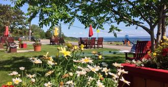 Hotel Le Pionnier - Tadoussac - Vista del exterior
