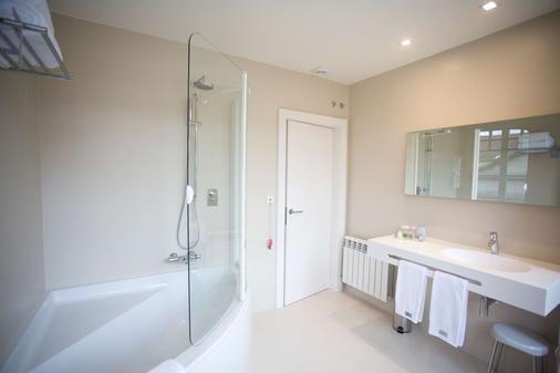 Hotel Carrís Cardenal Quevedo - Ourense - Bathroom