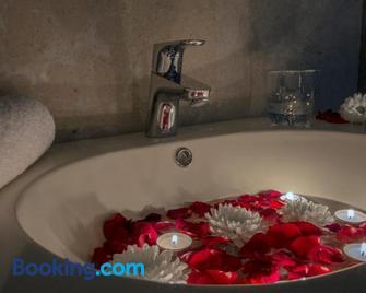 Rollins Hotel - Buraydah - Bad