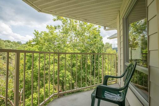 Twin Mountain Inn & Suites - Pigeon Forge - Μπαλκόνι