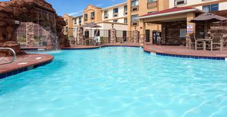 Holiday Inn Express & Suites Moab - Moab - Pool
