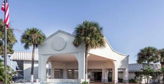 Days Inn by Wyndham St. Petersburg / Tampa Bay Area - St. Petersburg - Edificio