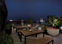 Adina Apartment Hotel Nuremberg - Nuremberg - Balcón