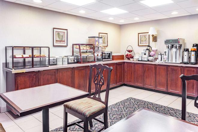 Travelodge by Wyndham Winchester - Winchester - Buffet