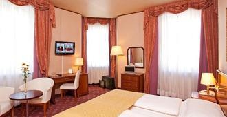 Hotel Neue Post - Innsbruck - Bedroom
