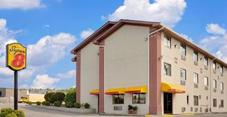 Super 8 by Wyndham Johnson City - Johnson City - Building