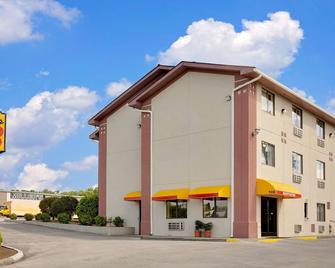 Super 8 by Wyndham Johnson City - Johnson City - Building