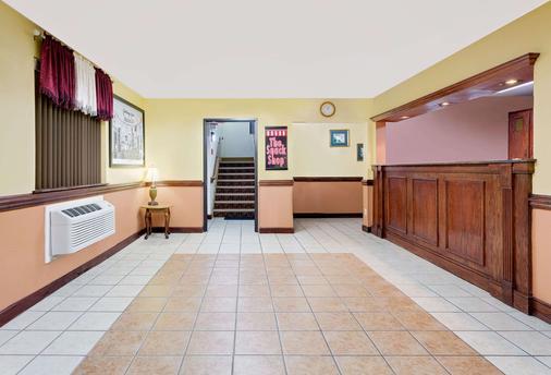 田納西詹森城速 8 酒店 - 約翰遜城 - 約翰遜城 - 櫃檯