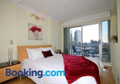Yonge Suites Furnished Apartments - Toronto - Bedroom