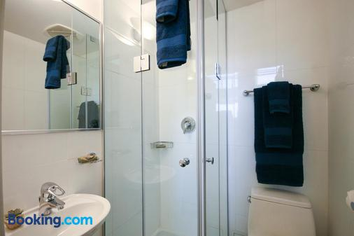Yonge Suites Furnished Apartments - Toronto - Bathroom