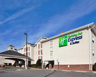 Holiday Inn Express & Suites Conover (Hickory Area) - Conover - Building