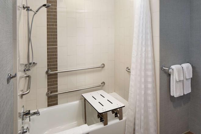 Hyatt Place Glendale/Los Angeles - Glendale - Bathroom