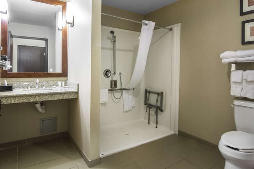 Comfort Suites - Saskatoon - Bathroom