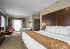 Comfort Suites - Saskatoon - Bedroom