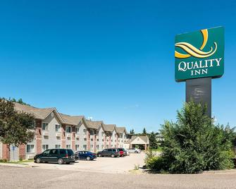 Quality Inn near Northtown Mall and National Sports Center - Coon Rapids - Gebäude