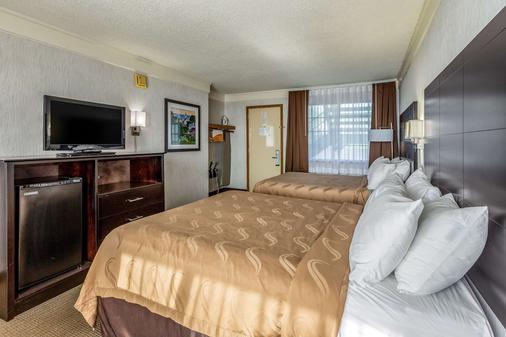 Quality Inn Lakefront - Saint Ignace - Bedroom