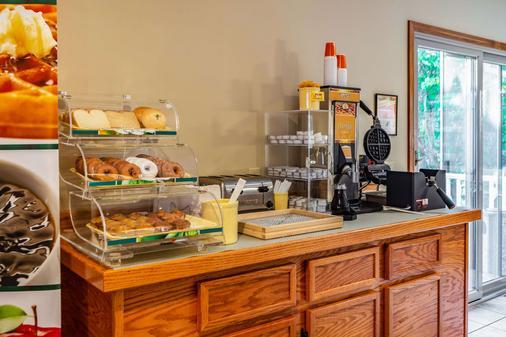 Quality Inn Lakefront - Saint Ignace - Buffet