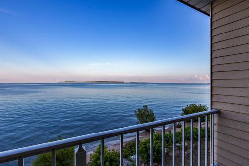 Quality Inn Lakefront - Saint Ignace - Balcony