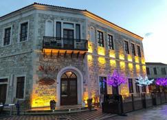 La Petra Hotel - Yenifoça - Building