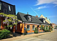Hotell Bäckagården - Ystad - Byggnad