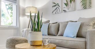 Alani Bay Luxury Condos - פורט לודרדייל - סלון