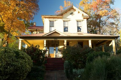 Hill House Bed & Breakfast - Asheville - Building