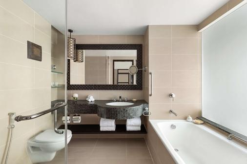 Shangri La's Tanjung Aru Resort and Spa - Kota Kinabalu - Bathroom