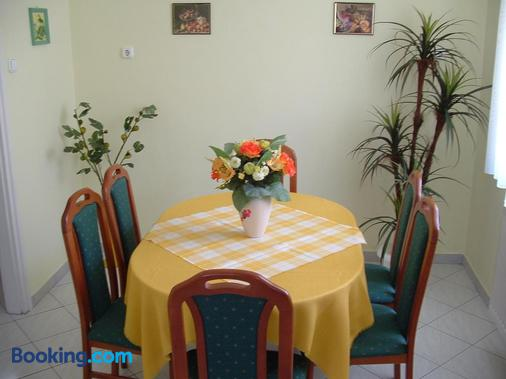 Zsuzsi Vendeghaz - Zalaegerszeg - Dining room