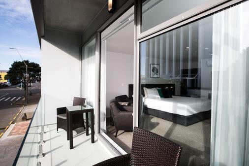 The Metrotel Motel - New Plymouth - Balcony