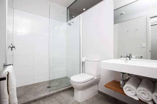 The Metrotel Motel - New Plymouth - Bathroom