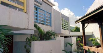Land Shark Coco Plum Resort - Nassau - Building