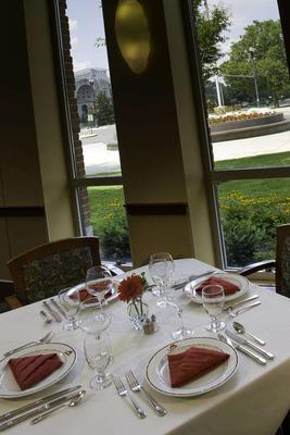 The Blackwell Inn And Pfahl Conference Center - Columbus - Dining room