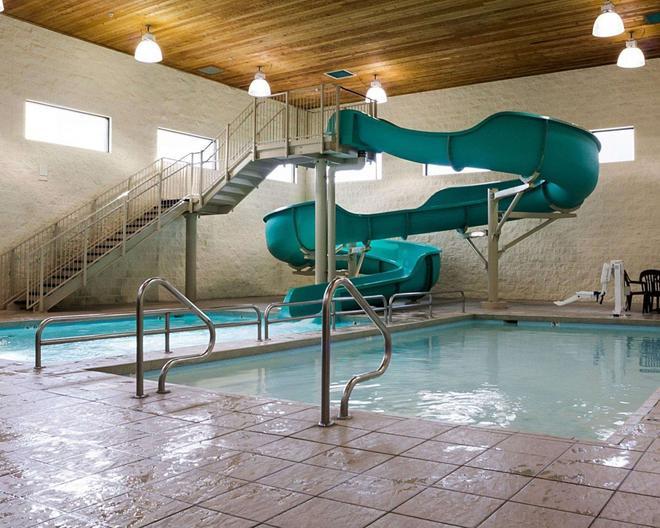 主流套房酒店 - 俾斯麥 - 俾斯麥 - 游泳池