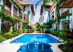 夢想飯店 - 薩宇里塔 - 游泳池