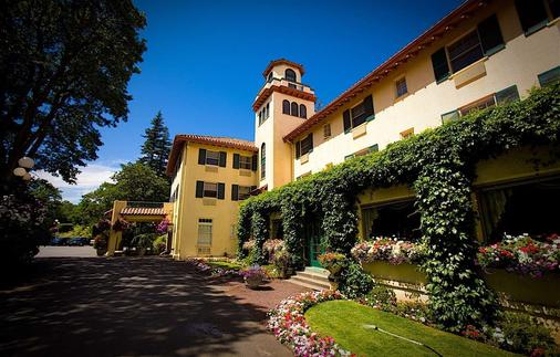 Columbia Gorge Hotel & Spa - Hood River - Building