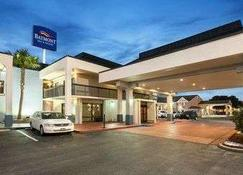 Baymont Inn & Suites Florence by Wyndham - Florence - Building