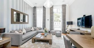 130 Queen's Gate Apartments - London - Living room