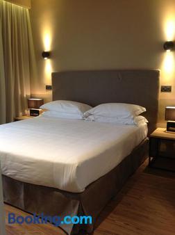 斯萊克特溫泉套房酒店 - 里喬內 - 里喬內 - 臥室