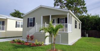 Siesta Bay RV Resort - Fort Myers Beach - Building