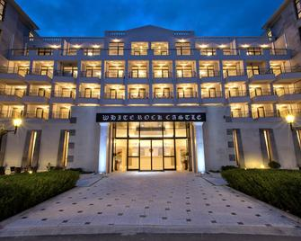 White Rock Castle Suite Hotel & Spa - Балчик - Building