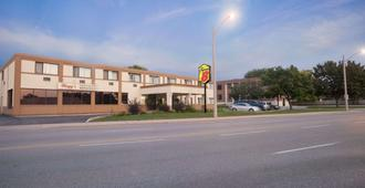 Super 8 by Wyndham Sarnia ON - Sarnia