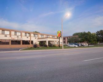 Super 8 by Wyndham Sarnia ON - Sarnia - Building