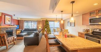 Copperstone Resort - Luxurious Suite - Dead Man's Flats - Living room