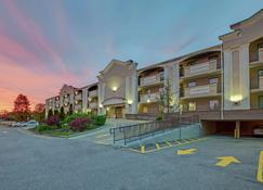 Travelodge by Wyndham Parsippany - Parsippany - Building