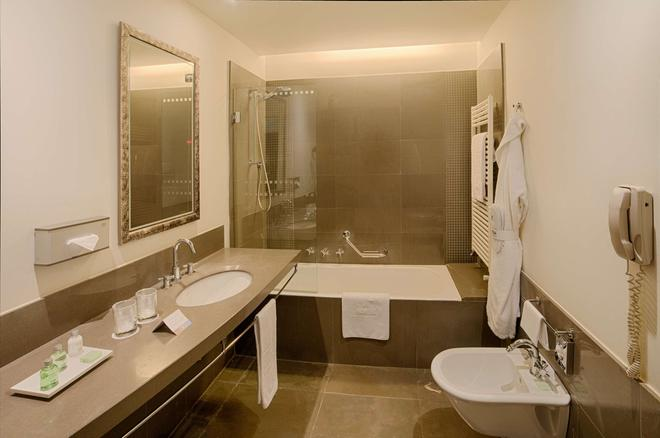 NH Bergamo - Bergamo - Phòng tắm