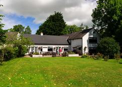 Brown Trout Golf & Country Inn - Coleraine - Building