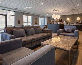 Best Western Plus Merritt Hotel - Merritt - Salónek