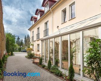 P4W Hotel Residence Szombathely - Steinamanger - Gebäude