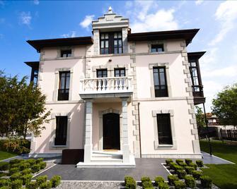 Hotel Villa Marrón - Льянес - Building